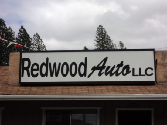 Redwood Auto Logo