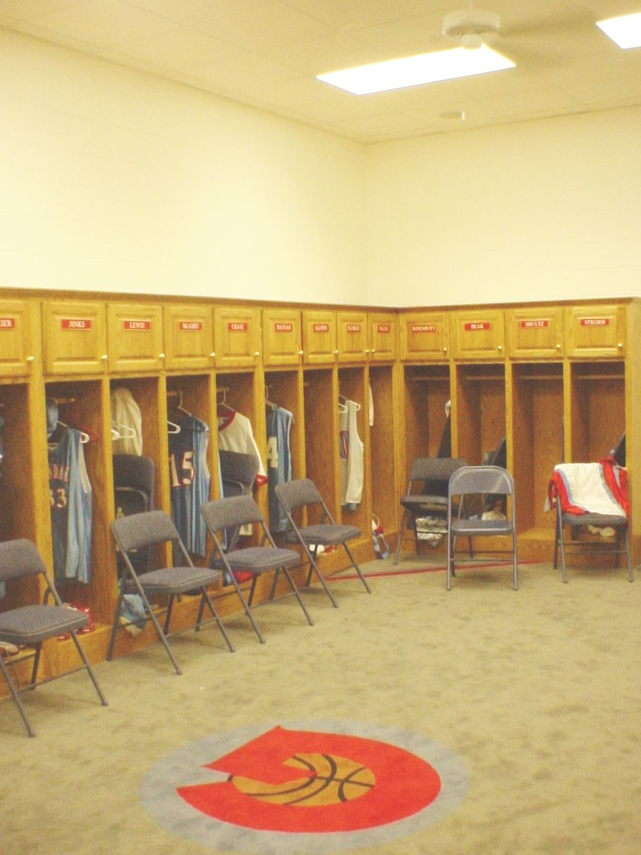 GLENDALE LOCKERROOM #102