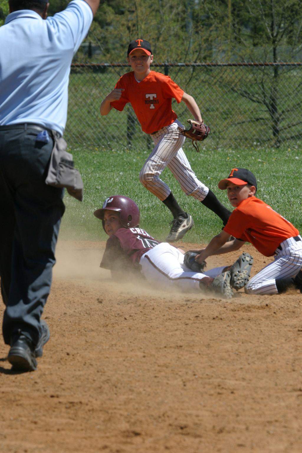 04 Action baseball
