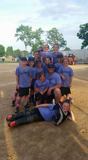 WH U8 softball team pic 1.jpg